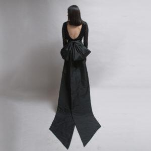 Vestido recto de tul bordado y lentejuela
